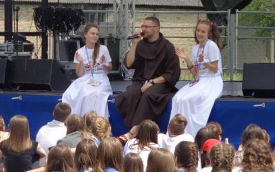 Adoracja Najświętszego Sakramentu – 7.Festiwal Młodych!